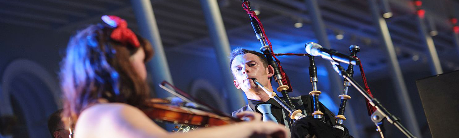 1 Ceilidh band entertain corporate event